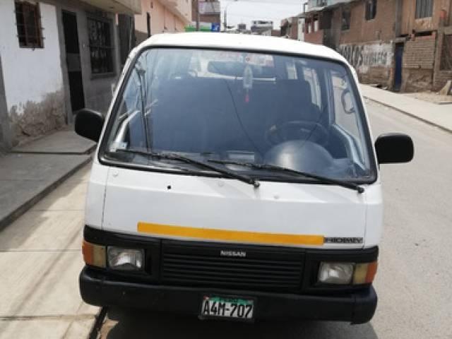 Nissan Nissan Homy Mecanic.15 pasajeros 1991 automático $10.500