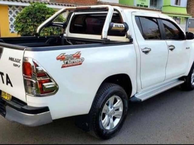 Toyota Hilux srv usado automático disel $16.300